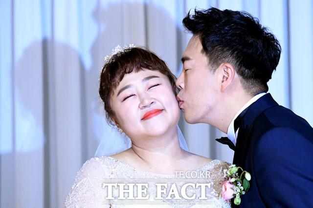 """홍윤화♥김민기, 열애 9년만 결혼 """"죽을 때까지 행복하게 살게요""""(종합)"""