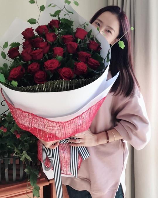 홍수현 근황, 꽃보다 아름다운 미모…`사랑 눈빛 뿜뿜`
