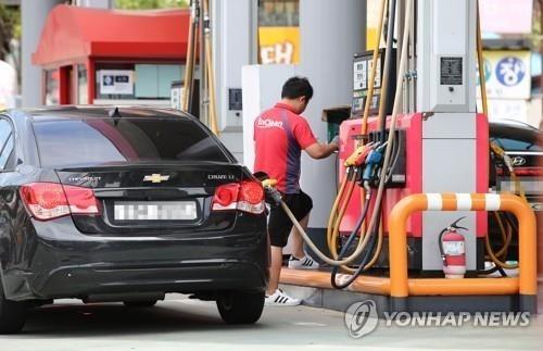 '유류세 인하' 휘발유 가격 2주 만에 115원 '뚝'