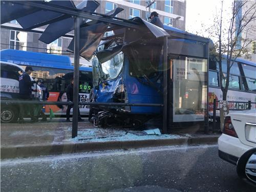 서울 동대문구서 시내버스 `쾅`…11중 추돌 사고 발생