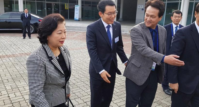 금강산관광 20주년 기념식…여야 의원·전직 장관 등 대거 방북
