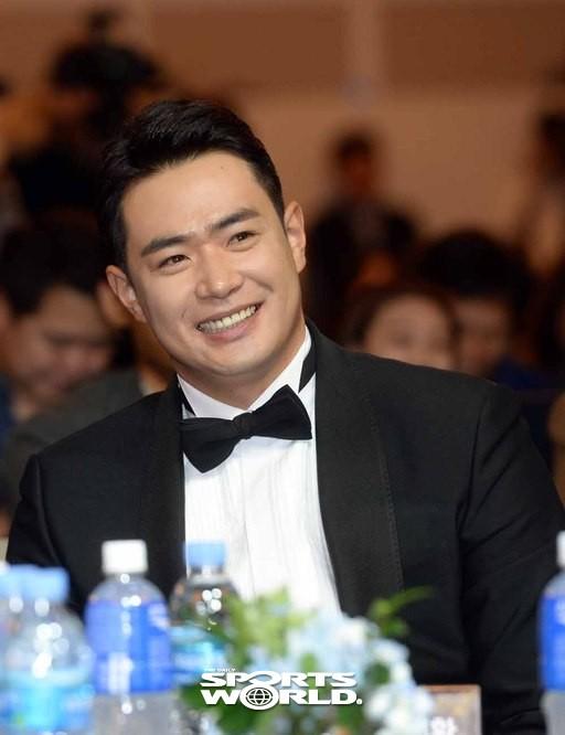 두산 김재환,'박병호에게 축하 받고 활짝'