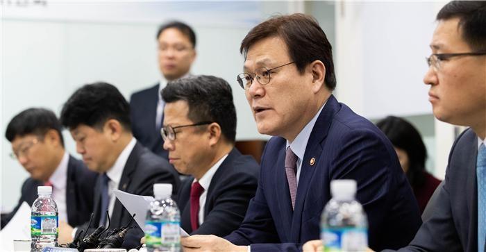 """삼성바이오 논란 계속…최종구 """"악의적 보도 유감"""""""