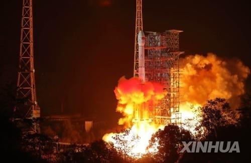 인류 최초 달 뒷면 착륙할 中 '창어4호' 발사…미·러 추월할까