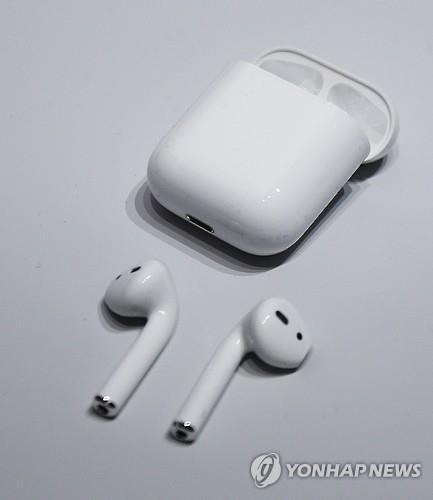 애플 에어팟 인기에 무선이어폰 시장 '후끈'