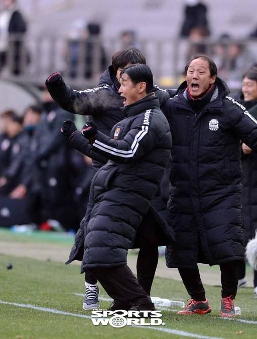 최용수 감독,'FC서울 K리그1 리그 잔류 확정 포효'