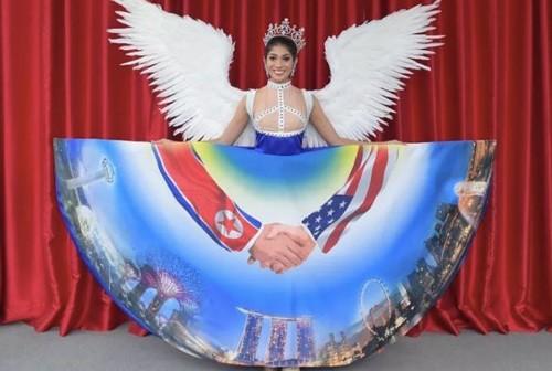 미스 싱가포르 '북·미 정상회담 드레스' 논란