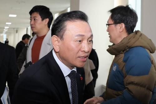 검찰, 구본영 천안시장 정치자금법 위반 혐의 징역 2년 구형
