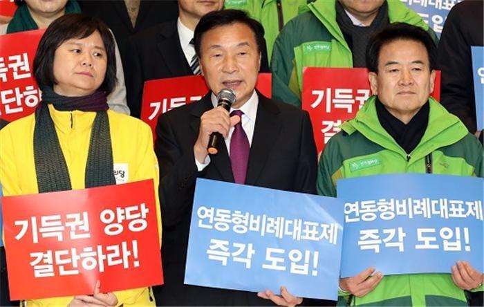 연동형비례제 물 건너가나…의원정수 확대 비판여론 '부담'