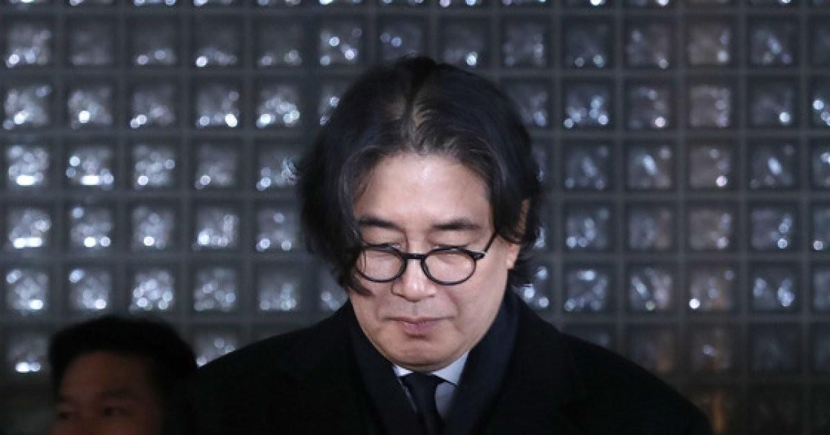굳은표정으로 법정 나서는 이호진 전 태광그룹 회장