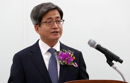 """前 대법관·헌법재판관들 """"김명수 사퇴해야"""""""