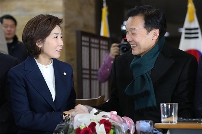 """여야4당 """"국회의원 세비 인상분 반납"""""""