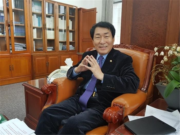 """(피플)안상수 """"내년도 SOC 사업 예산 증액으로 경제현장 지원 성과"""""""