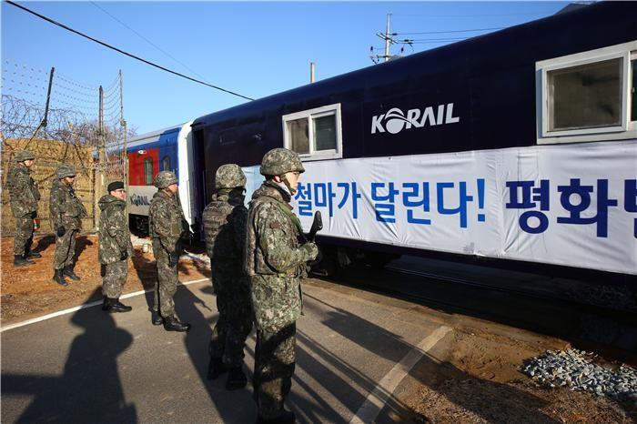 """통일부 """"'철도·도로연결 착공식' 실무회의, 13일 개최"""""""