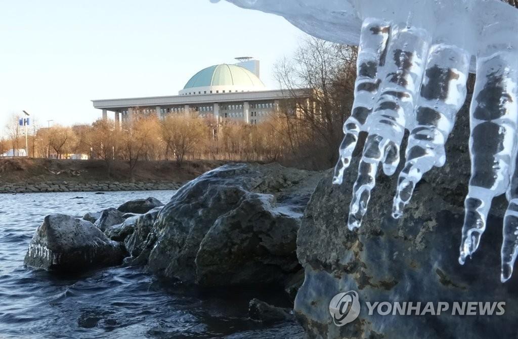전국 아침 영하권 추위…일요일 '눈·비'