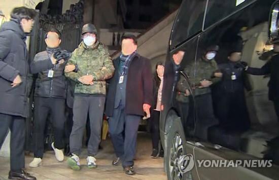 압송되는 '황제보석' 이호진 전 태광그룹 회장