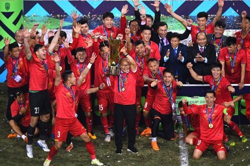 박항서가 쏘아올린 축구신화 … 베트남을 뒤집어놓다