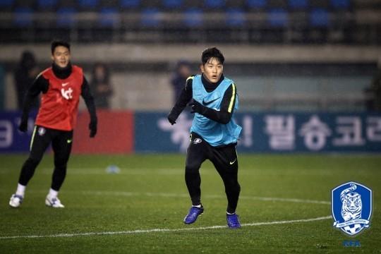 '나상호-김준형 골' 벤투호, 김학범호에 2-0 승리