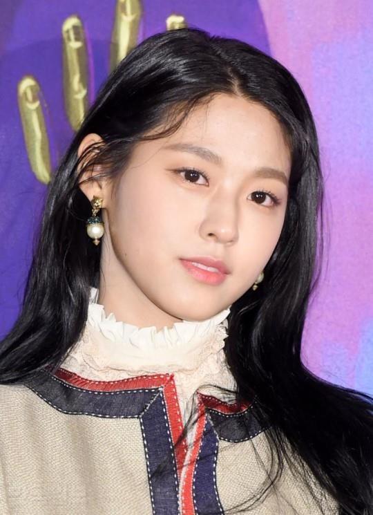 """AOA 설현 """"컨디션 난조에 공연 중 무리…모든 분들께 죄송"""""""