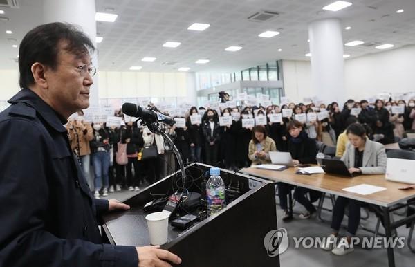 """'제자 성추행 의혹' 하일지 교수 기소…""""동의 하에 이뤄졌다고 보기 어려워"""""""