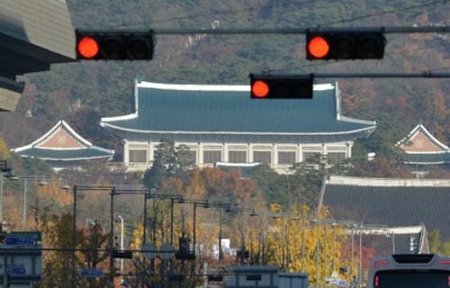 """靑 """"사찰의혹 주장은 허위""""… 野 """"靑 국기문란 방치 안돼"""""""