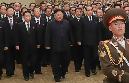 김정은 금수산궁전 참배 … 2주 만에 공개활동
