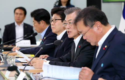 """文 """"계란 살충제 대응, 부처 간 혼선 국민 실망"""""""