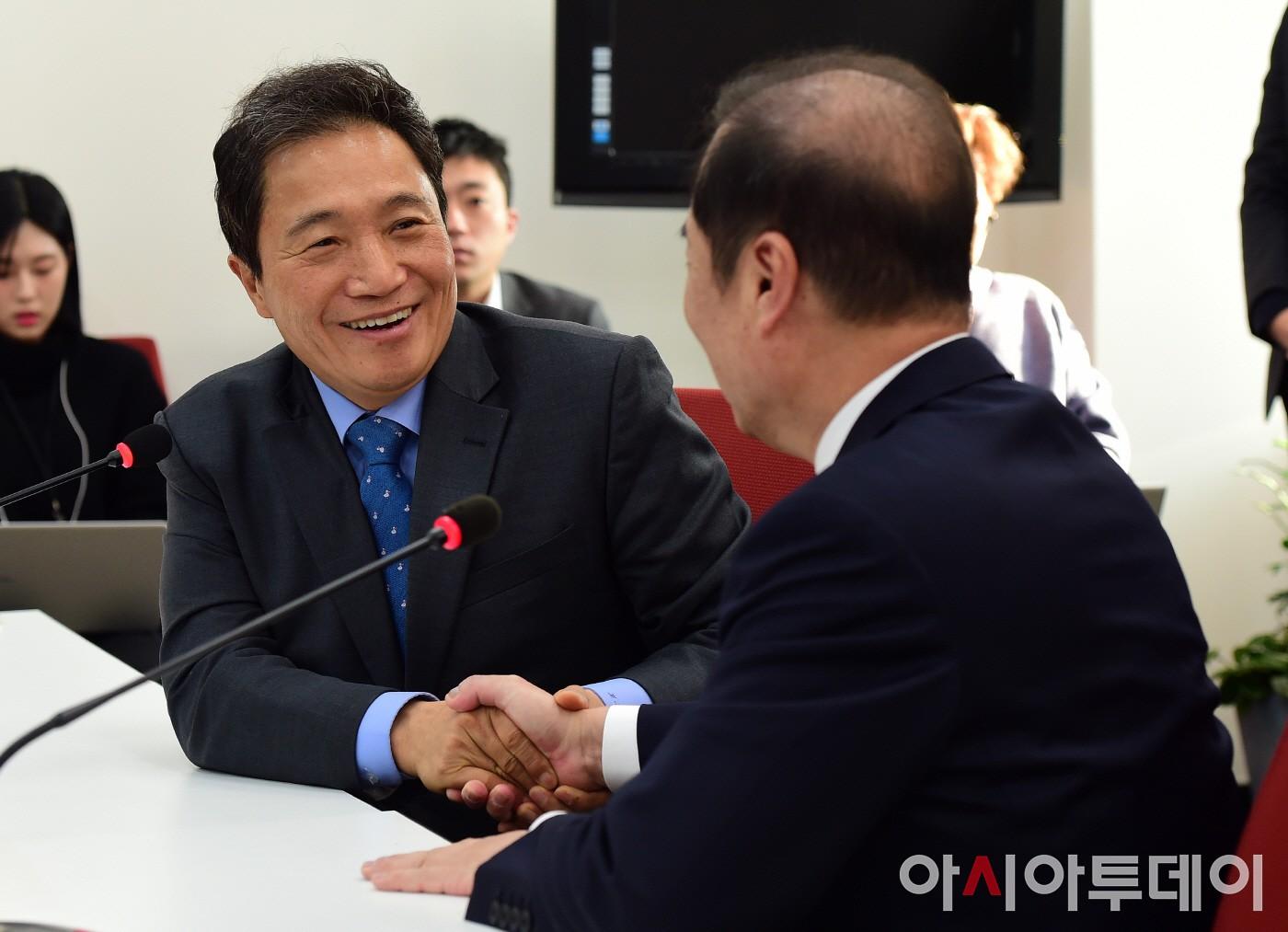 김병준 비대위원장 찾아간 이학재 의원
