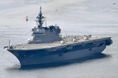 '항모'는 시작일뿐…27조엔 들고 '군사대국' 만들기 나선 아베