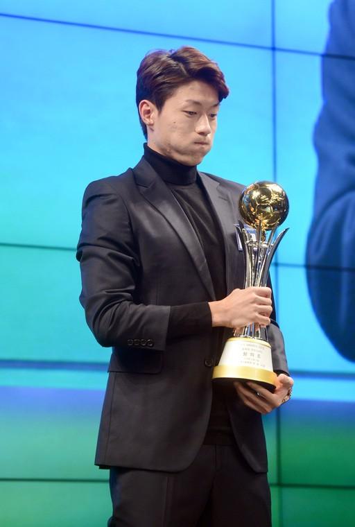 황의조, 2018년 가장 빛났다… 손흥민 제치고 '올해의 선수상'