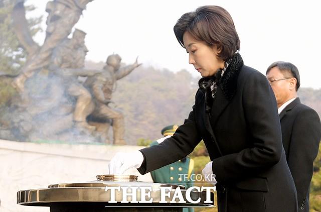 현충원 참배하는 나경원 자유한국당 원내대표