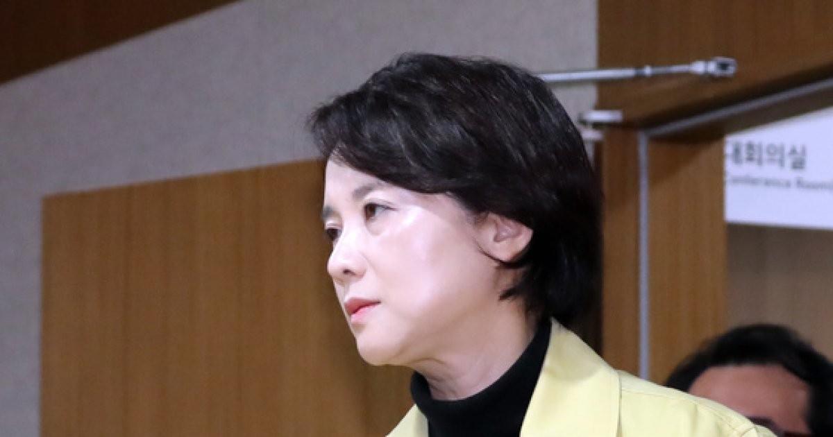 유은혜 '여행간 학생 사망사고에 굳은 표정'