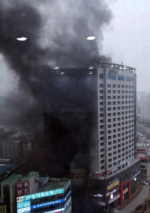 """천안 호텔서 숨진 직원은 화재 최초 신고자…""""불 끄려다 참변"""""""