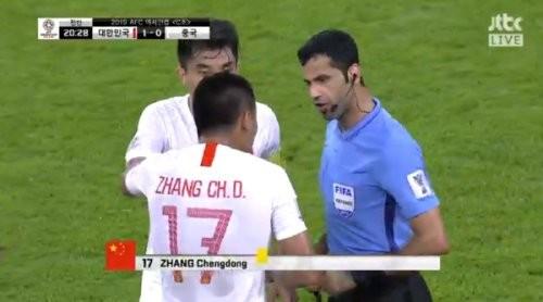 中 '소림축구' 빈축…전반 20분 만에 자오쉬르·장청둥 옐로카드 2개