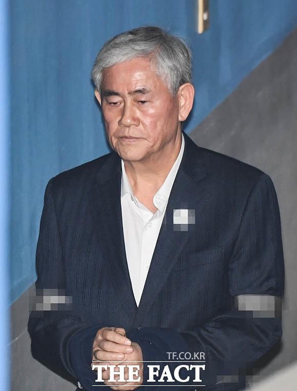 '국정원 특활비 수수'… 최경환, '굳은 표정으로'