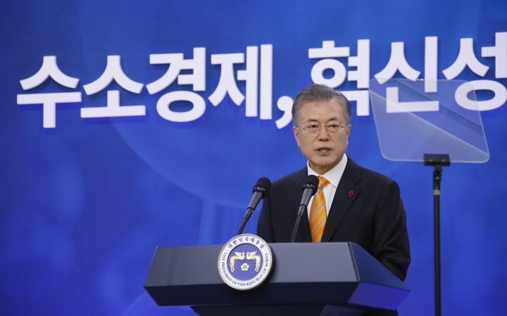 """문재인 대통령 """"2030년 수소차 점유율 1위…미세먼지 감소 효과"""""""