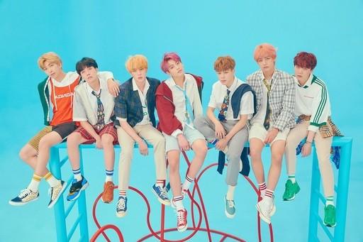 방탄소년단(BTS)이 1월 보이그룹 브랜드평판 1위, 2위는 워너원