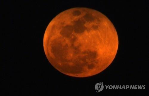 20일 밤 평소보다 15% 더 큰 '붉은 보름달' 뜬다…'슈퍼 블러드 울프 문'