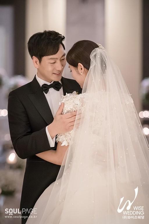 박해수, 6살 연하 비연예인과 결혼 外