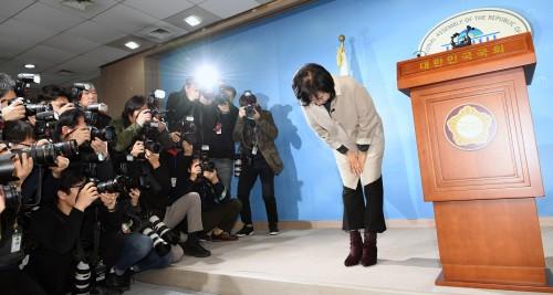 탈당 선언한 손혜원, 구독자 늘고 응원 댓글 쇄도