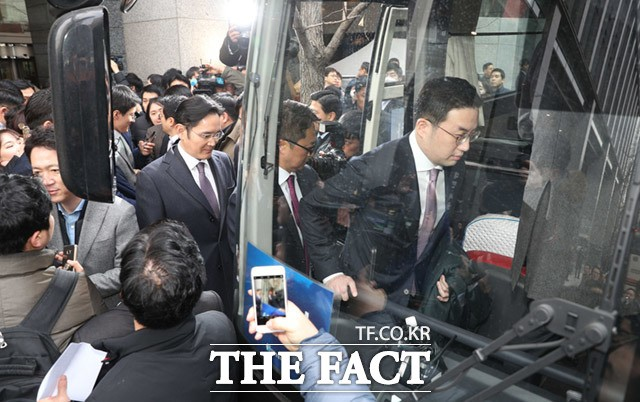 """이재용·정의선·구광모·최태원 본 시민들 """"복권 사자!"""""""