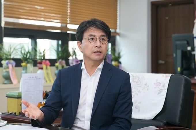 """인천 서구청장, 회식서 여직원 성추행 의혹,,""""강력 부인"""""""