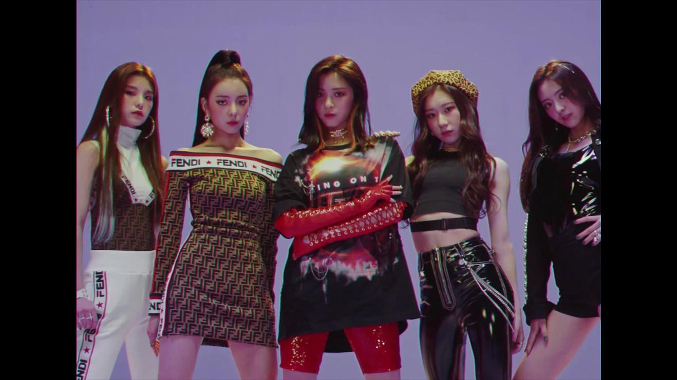 JYP 새 걸그룹 이름은 '있지', 유나-류진-채령-리아-예지 5인조