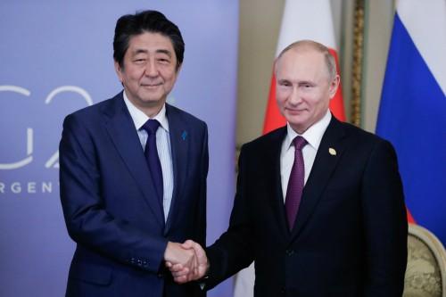 러 반일시위속 푸틴·아베, 영토현안 논의