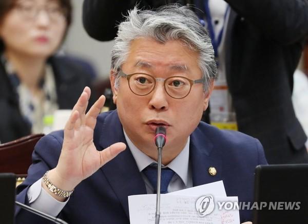 '김장겸은 성추행범' 허위 주장한 조응천, 500만원 배상해야