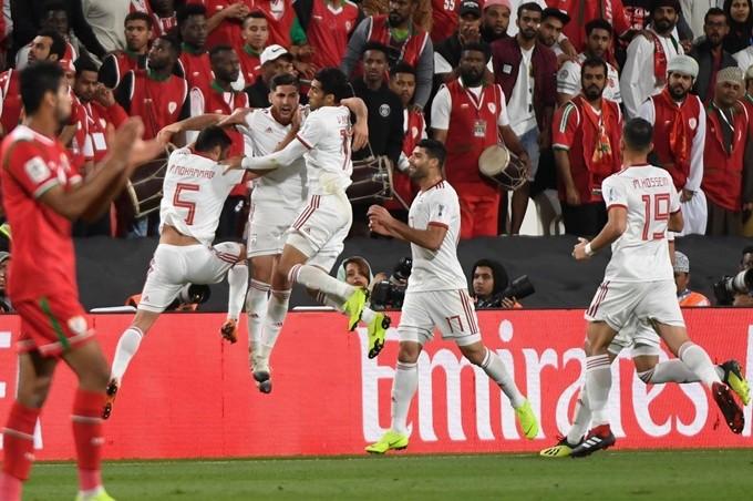 '우승후보' 이란, 오만 2-0 완파…중국과 8강 대결