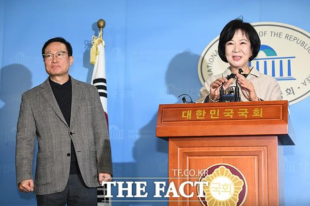"""""""제가 해결하겠다"""" 스스로 판 키운 손혜원의 역설"""
