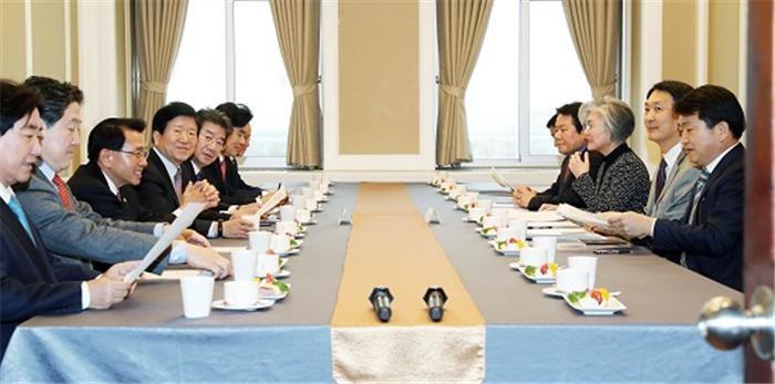 미, '방위비분담금 10억달러·유효기간 1년' 최후통첩