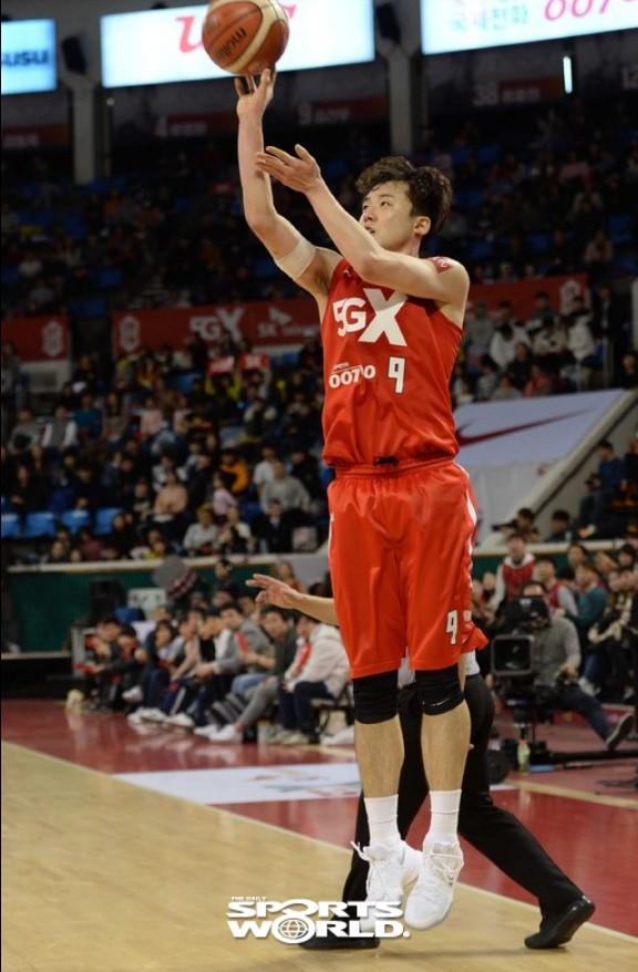 SK 김건우, 3점슛 성공