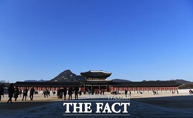 '야외 활동하기 좋은 주말!'…파란 하늘 드러낸 서울